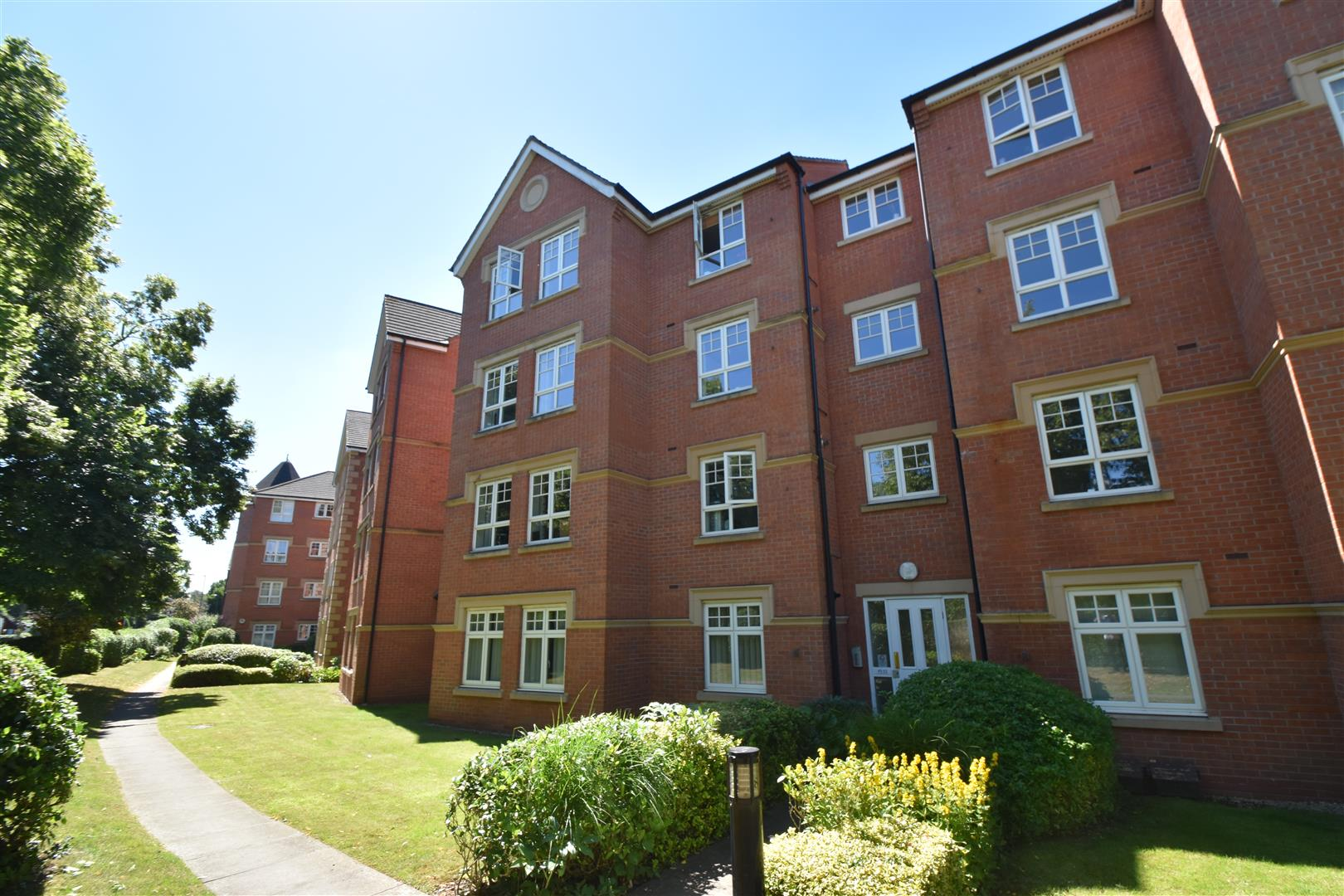 2 Bedrooms Ground Flat for sale in St. Andrews Road, Droitwich